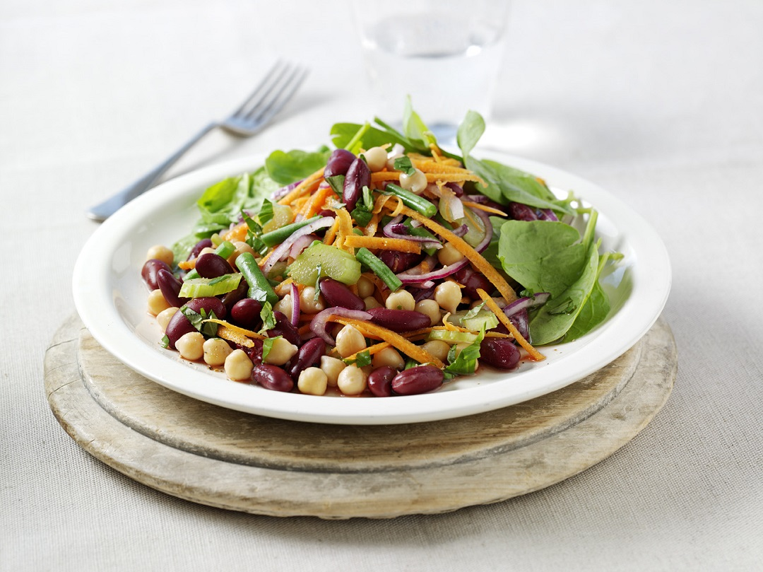 Lunch recipe: Bean and spinach salad